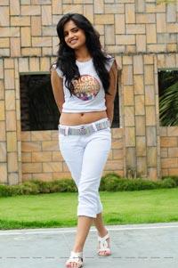 Gurudu Heroine Ritu Kaur HD Photo Gallery