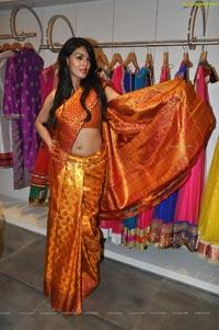 Model Deepa
