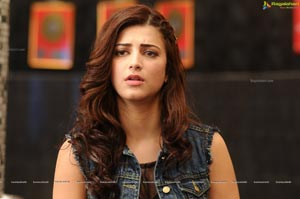 Shruti Hasan in Welcome Back