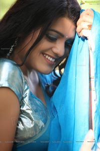 Tashu Kaushik in Blue Saree