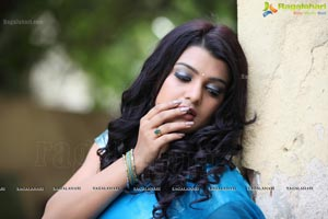 Tashu Kaushik in Blue Saree