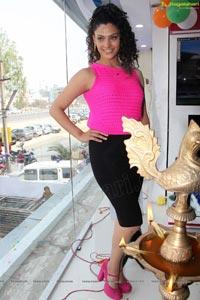 Rey Heroine Saiyami Kher