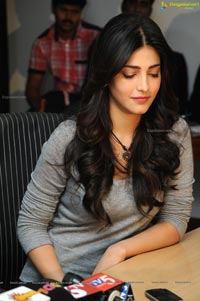 Shruti Hasan at Yevadu Success meet