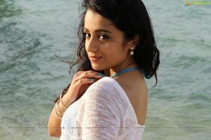 Trisha Aranmanai Beach Song