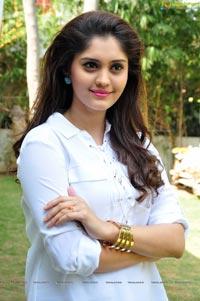 Velaiyilla Pattathari Heroine Surabhi Photo Gallery
