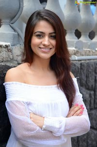 Aksha Pardasany Photos