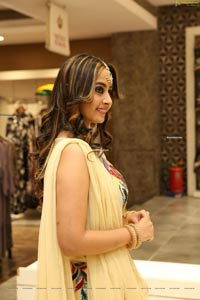 Ameeksha Pawar at Neeru's End Of Season Sale