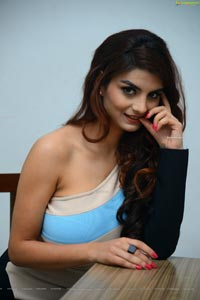 Anveshi Jain at Commitment Title Launch