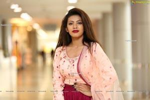 Kavita Mahatho at Hi Life Exhibition Curtain Raiser
