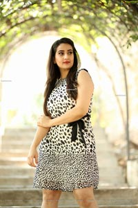 Manjusha at Choosi Choodangane Press Meet