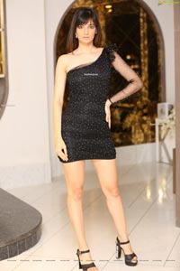 Shubhi Joshi at Mirrors Salons' Kerastase Lounge