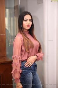 Dimple Thakur at Sutraa Fashion Exhibition Curtain Raiser