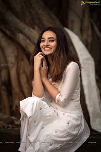 Esha Chawla in White Shalwar Kameez