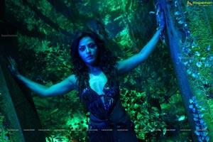 Super Hot Neetu Chandra in Theeradha Vilaiyattu Pillai HD Stills