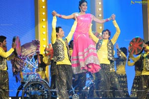 Shriya Saran at Music Mirchi Awards 2012