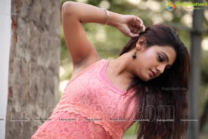 Annum Innum Ennum Heroine Tashu Kaushik Photos