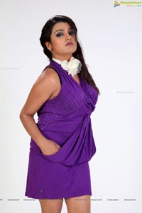 Tashu Kaushik Stylish Photos