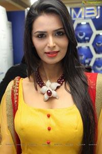 Meenakshi Dixit