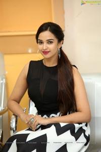 Telugu Heroine Pujita Ponnada