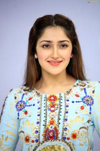 Sayesha Saigal Ghajinikanth