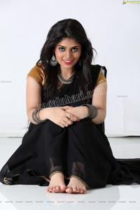 Viswa Sri Bandhavi in Plain Black Saree