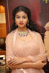 Aksha Kotapati Poses With Jewellery