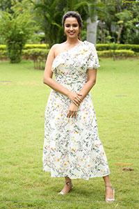 Poojitha Ponnada at Akasa Veedhilo Movie Trailer Launch