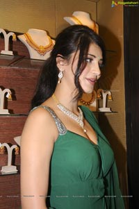 Ravishingly Beautiful Indian Actress Shruti Haasan in Sleeveless Dress