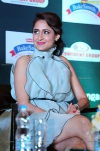 Pragya Jaiswal SIIMA 2016