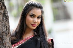 Sanjana Anne In Black Saree
