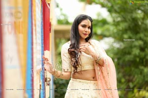 Sanjana Anne Off White Lehenga Choli