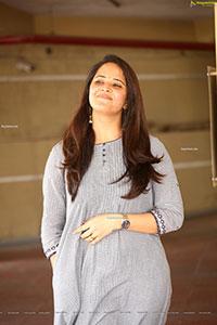 Anasuya Bharadwaj in ultra fashionable handloom dress