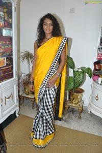 Sonia Deepti at Singhanias Store