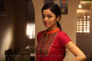Janani Iyer HD Stills