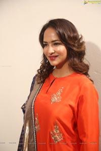 Lakshmi Manchu HQ Photos