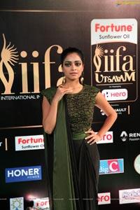 Janani Iyer IIFA 2017