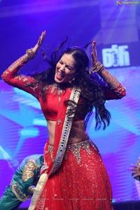 Sunny Leone Dance