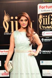 Surbhi IIFA 2017