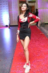 Aynab Zaidi at Sthri Fashion Show