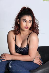 Gunnjan Aras Exclusive HD Photos