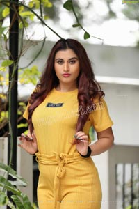 Gunnjan Aras in Yellow High-Waisted Self Tie Belt Long Pant