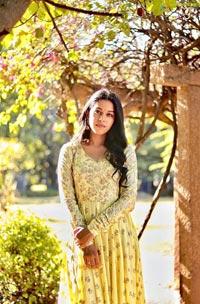 Mrinalini Ravi Sun-Kissed Pictures