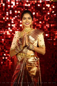 Bigg Boss 4 Telugu Contestant Divi Vadthya in Silk Saree