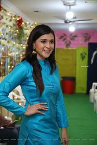 Mannara Chopra at Café 555 Season's 1st Haleem Launch