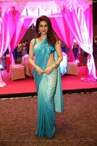 Shraddha Das in Sequin Saree at DIA 2021 Awards