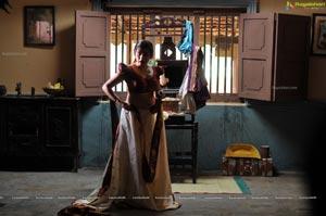 Archana Hot in Kamalatho Naa Prayanam