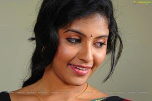 Heroine Anjali in SVSC