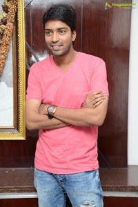 Allari Naresh in T-Shirt