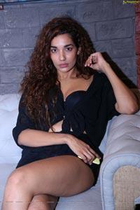Model Aditi