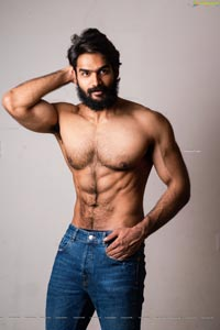 Kartikeya Gummakonda with 6-Pack Abs